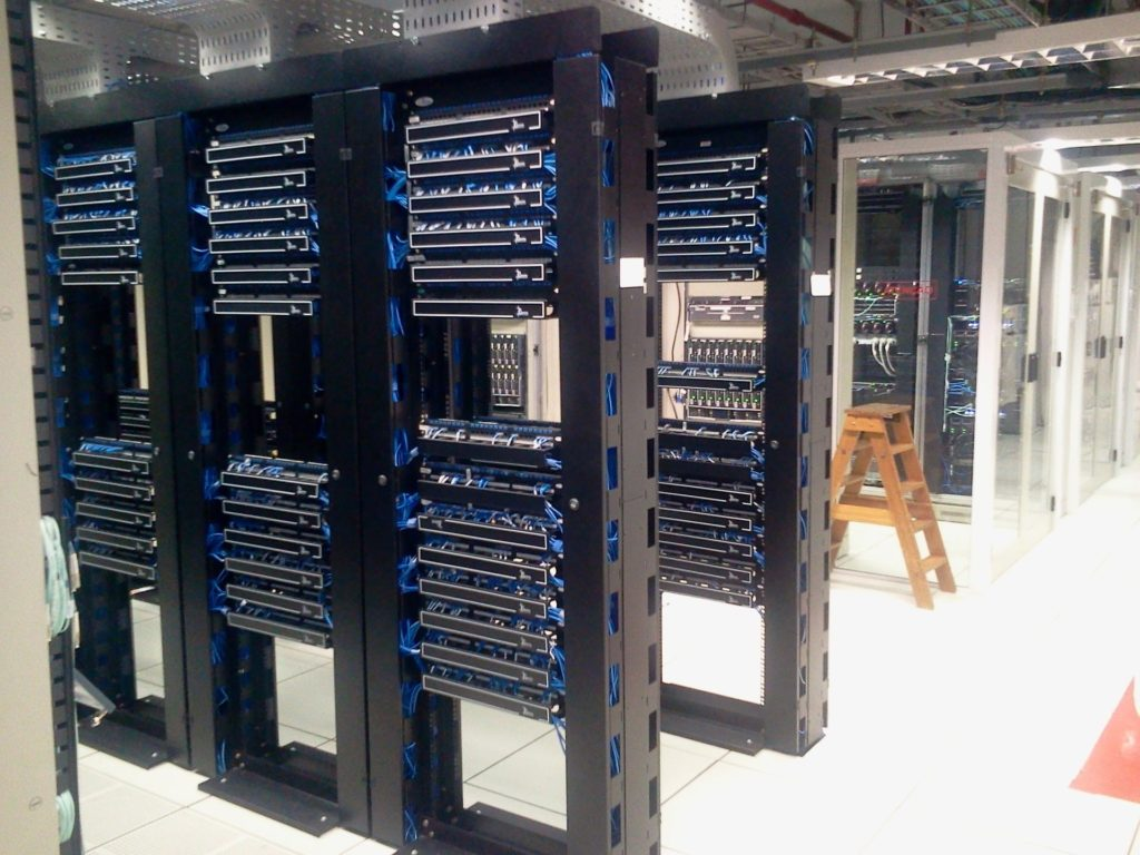 Racky v datacentre